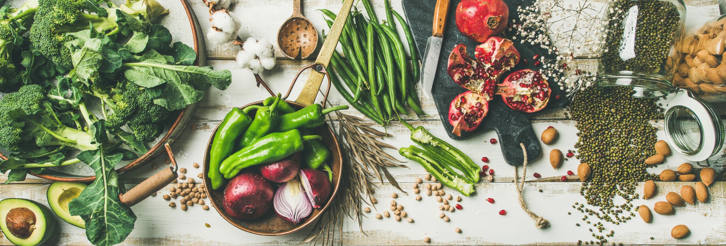 Verschiedene vegetarische Zutaten zum Kochen
